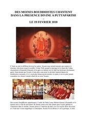 des moines bouddhistes chantent a l ashram de sai baba